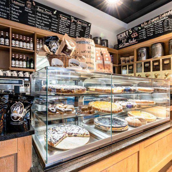 Henry's Coffee World - Kuchentheke